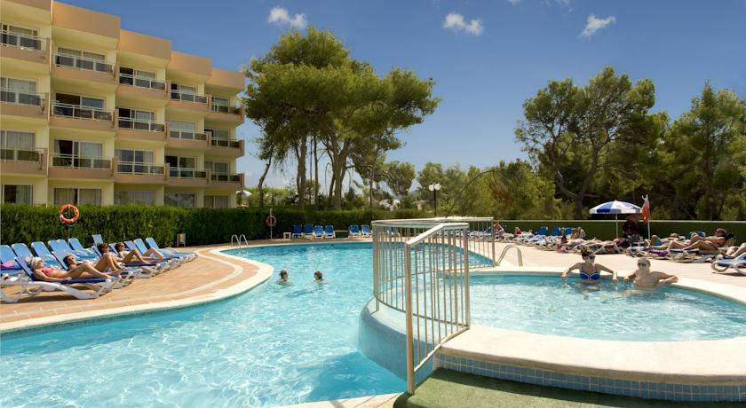 Piscina exterior del Aparthotel THB Ibiza Mar - Adults Only