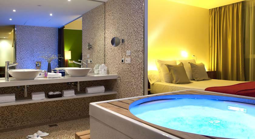 Hoteles con jacuzzi privado en barcelona for Hoteles barcelona habitaciones cuadruples