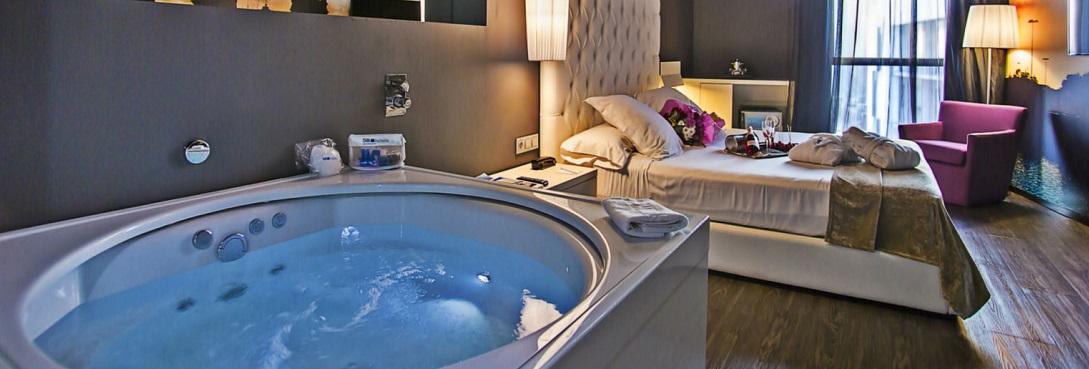Hoteles con jacuzzi privado en la habitacion en catalu a for Hoteles barcelona habitaciones cuadruples
