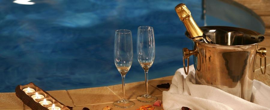 Hoteles con piscina en la habitaci n for Hoteles en valencia con piscina