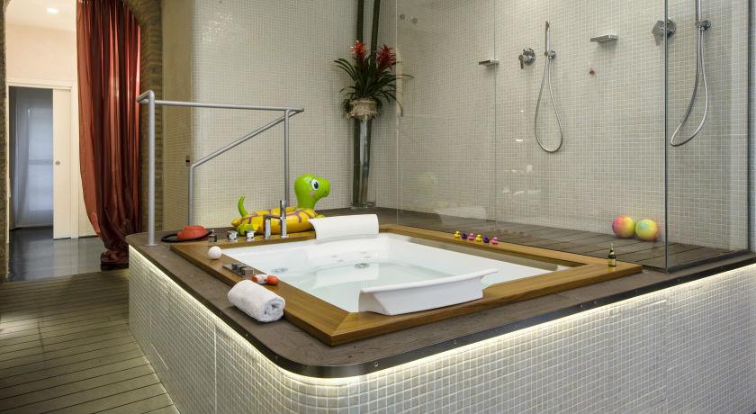 Hoteles con jacuzzi privado en la habitaci n en roma for Hoteles con jacuzzi en la habitacion