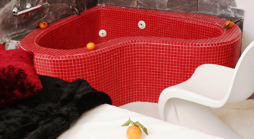 Hoteles con jacuzzi privado en la habitacion en madrid for Hoteles con encanto madrid centro