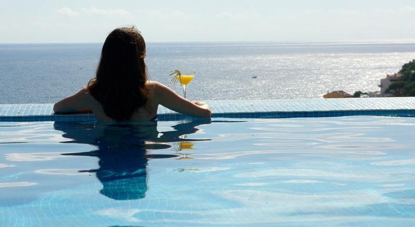 Los 15 mejores hoteles con vistas al mar de catalu a for Hoteles en salou con piscina