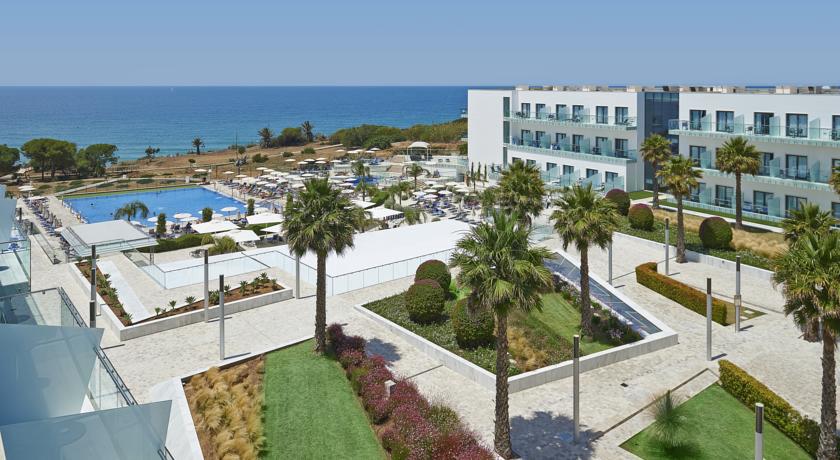 Los 15 mejores hoteles con vistas al mar en andaluc a for Hoteles con piscina climatizada en andalucia