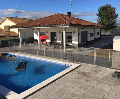 Foto de esta hermosa villa independiente con piscina privada.